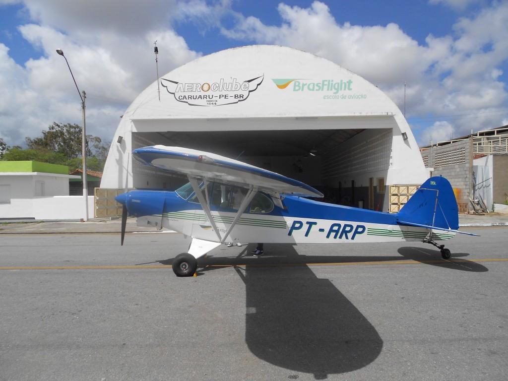 Avião PA-18 da BrasFlight Escola de Aviação